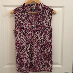 Sleeveless V-Neck shirt